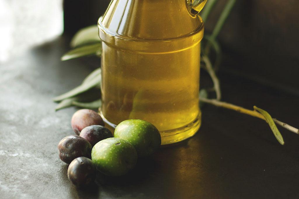 vacker-hud-med-olivolja-grön-skönhet