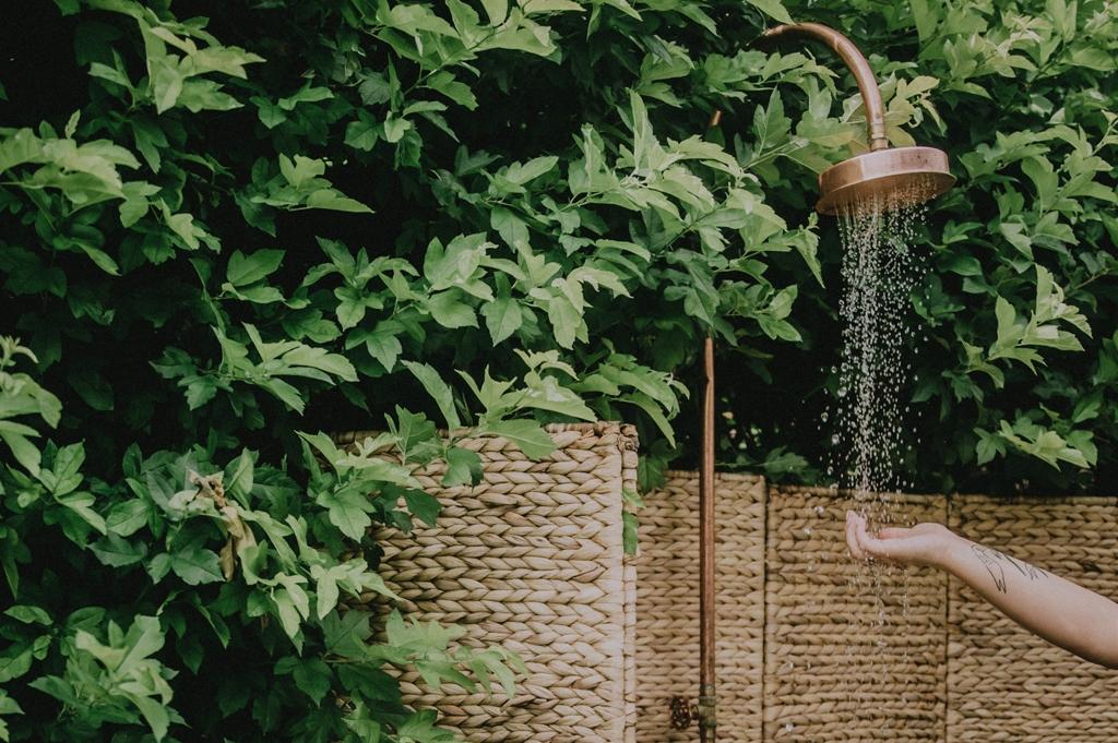 duscha i ljummet vatten